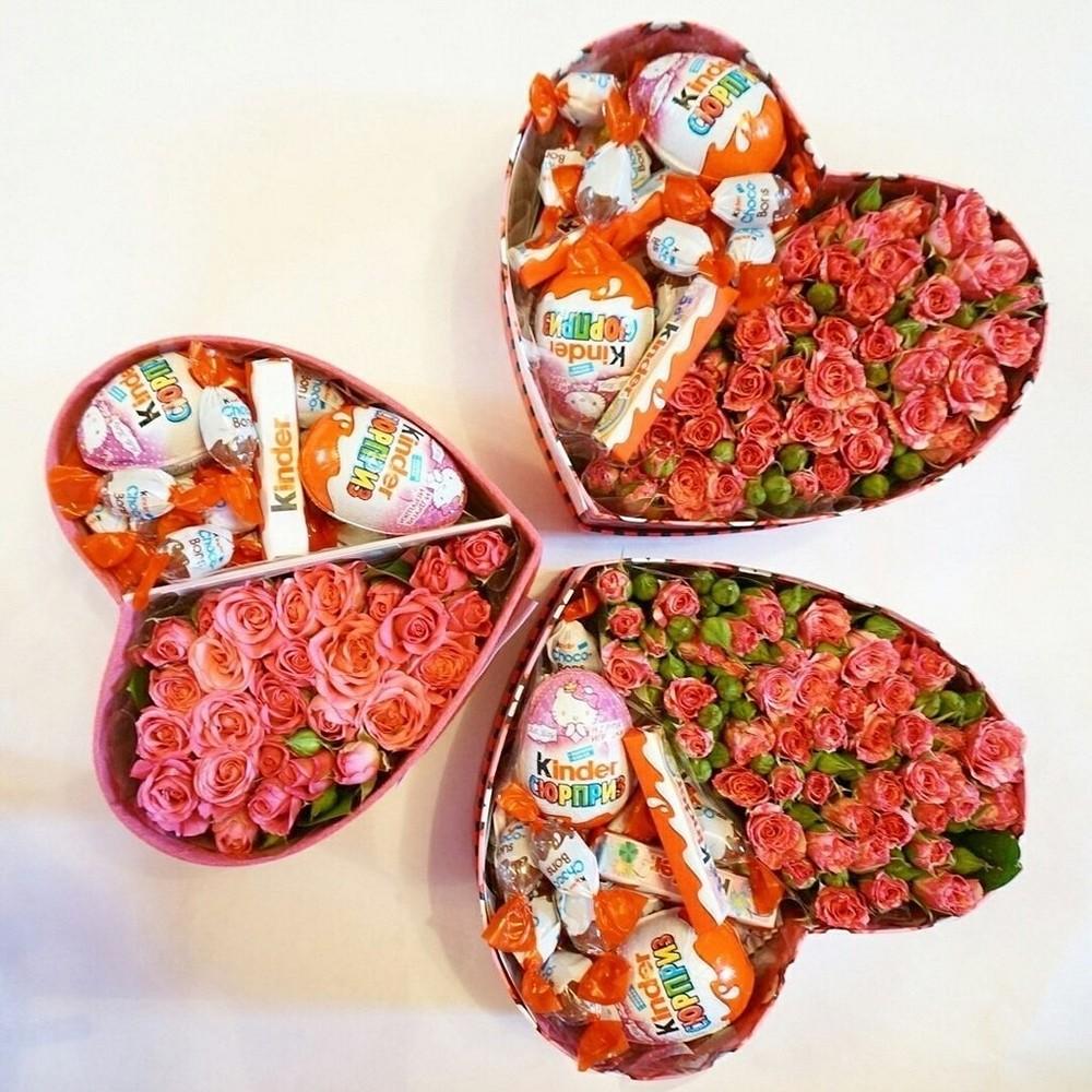 Коробка с цветами и сладостями своими руками